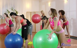 Wild lesbian threesome at the gym with Yenna Black and Luna Corazon