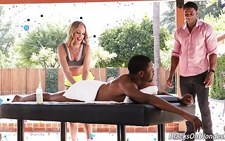 Pretty Daisy Stone is between her black friends during a wild threesome